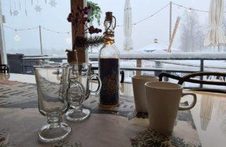 Koivurannan Saunalautalla siirrytään kahvi glögi ja kaakao kupeissa lasiin ja posliiniin! Tervetuloa maistelemaan! . . . . #koivurannansaunalautta #saunalautta #kahvila #kelluvakahvila #löyly #visitoulu #visitfinland #yleinensauna #saunalauttaristeily #avanto #ulkoporeamme #oulu247 #risteily #saunalauttaristeilyt #remontti #sauna #elämyksenkoordinaatit #vohveli #kahvi #hääpäivä #aurorahut #koivurannaniglut #iglu #lasi-iglu #igloos #finland #lapland #auringonlasku #sunset #ePassi @epassifinland